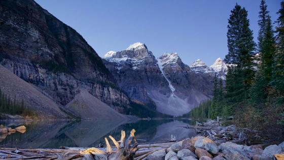Moraine Lake (Canada) wallpaper