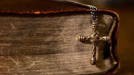 Bible with silver cross wallpaper
