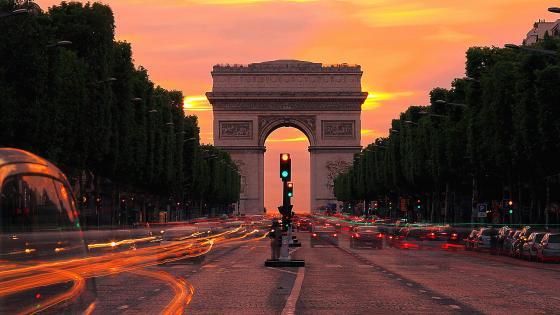 Arc de Triomphe at dusk wallpaper