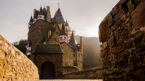 Burg Eltz - Medieval knight castle wallpaper