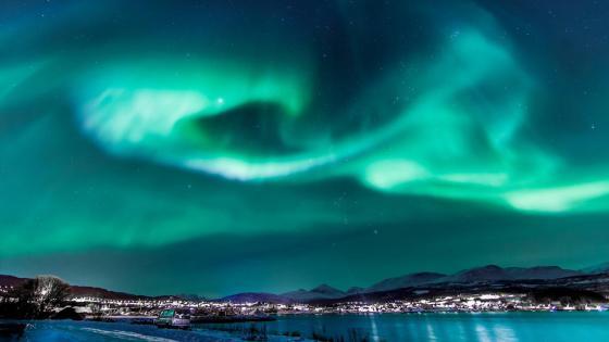 Northern lights over Sorreisa, Norway wallpaper
