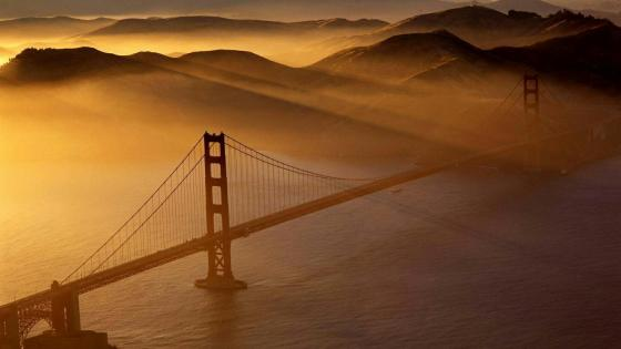 Mornning sunbeams over Golden Gate Bridge wallpaper