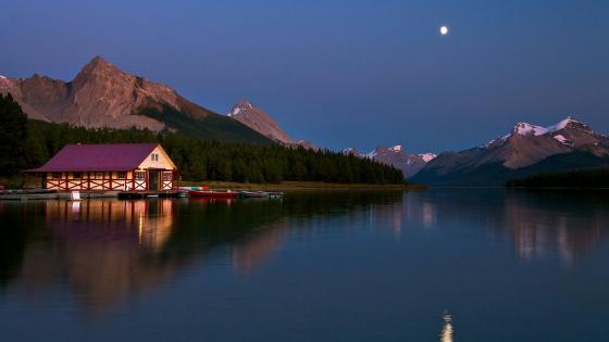 Maligne Lake at night (Jasper National Park, Canada) wallpaper
