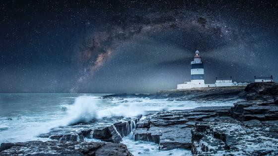 Hook Lighthouse under the Milky Way wallpaper