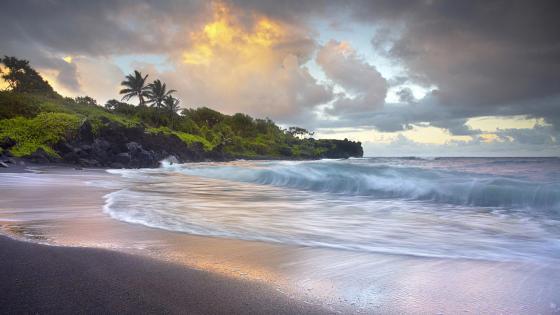 Waianapanapa Black Sand Beach, Maui wallpaper