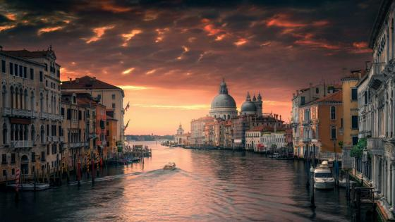 Grand Canal at dusk (Venice, Italy) wallpaper