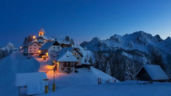 Monte Santo di Lussari in winter (Italy) wallpaper