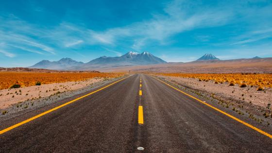 Highway toward the mountains wallpaper