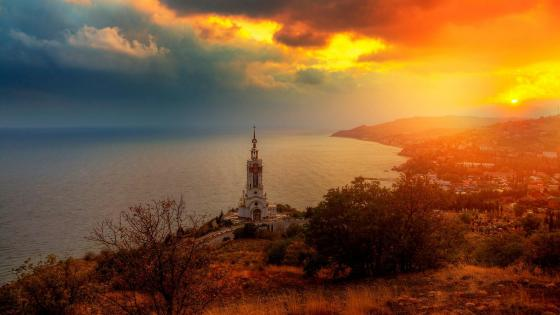 Temple-Lighthouse St Nicholas of Myra in the village Malorechenskoye, Crimea wallpaper