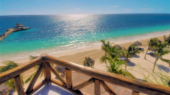 Sandy beach in Puerto Morelos, Mexico wallpaper