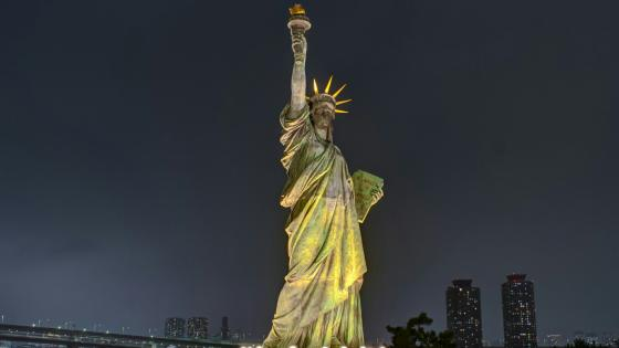 Statue of Liberty at night wallpaper