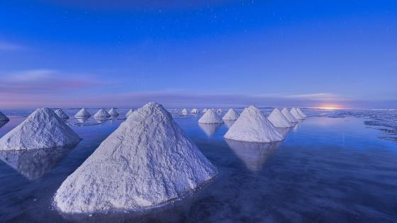 Salar de Uyuni salt piles wallpaper
