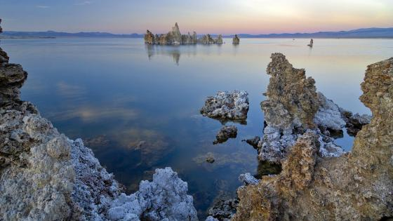 Mono Lake wallpaper