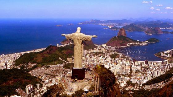 Christ The Redeemer statue in Rio De Janeiro wallpaper