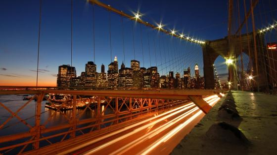 Brooklyn Bridge at night (New York) wallpaper