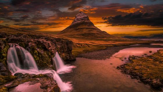 Kirkjufell Mountain (Church mountain) wallpaper
