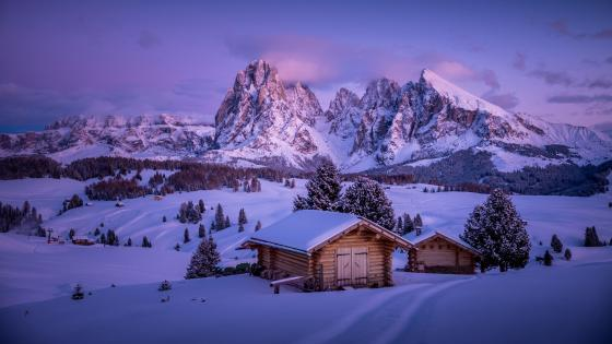 Log cabin in Seiser Alm (Alpe di Siusi) wallpaper