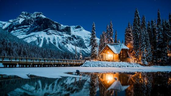 Emerald Lake at night wallpaper