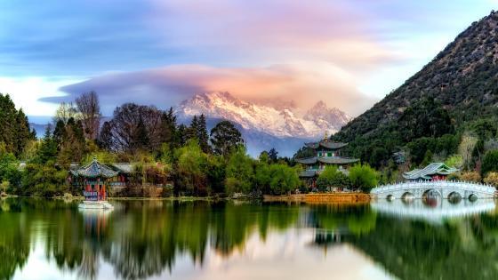 Lijiang Ancient Town and Jade Dragon Snow Mountain wallpaper