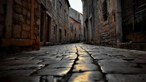 Cobblestone street - Worms eye view wallpaper