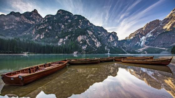Lake Braies (Pragser Wildsee) wallpaper