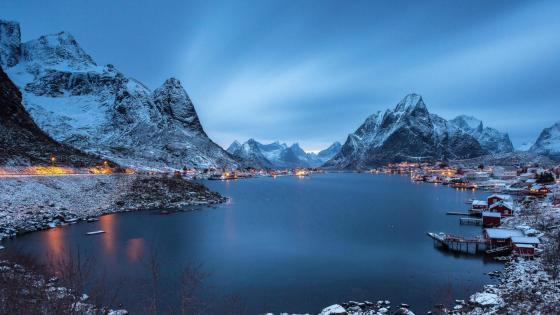 Reine at dusk wallpaper
