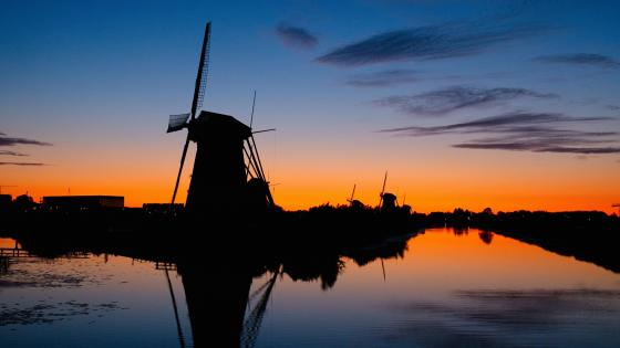 Windmills at Kinderdijk wallpaper