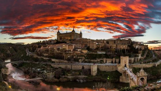 Alcázar of Toledo and Tajo River wallpaper