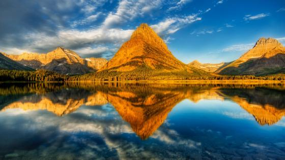 Swiftcurrent Lake Mount Grinnell reflection (Glacier National Park) wallpaper