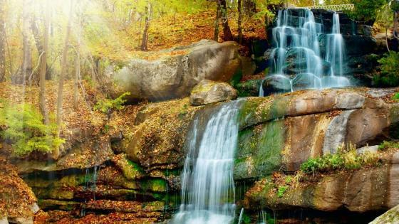 Beautiful waterfall scenery wallpaper