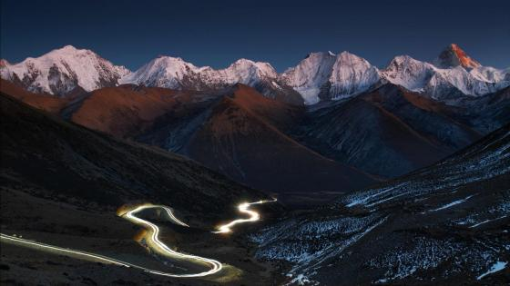 通往贡嘎的山路 (Mountain road to Mount Gongga) wallpaper