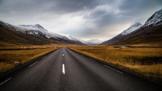 Long road to mountain wallpaper