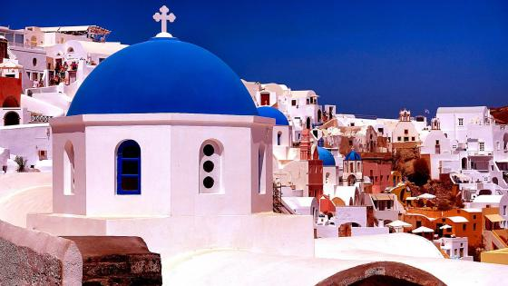 The famous church in Oia in Santorini wallpaper