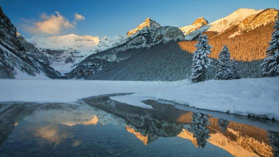 Lake Louise at wintertime wallpaper