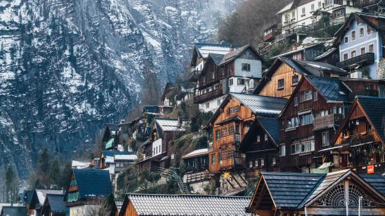 Hallstatt houses in winter wallpaper