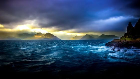 Cloudy sky over the ocean wallpaper