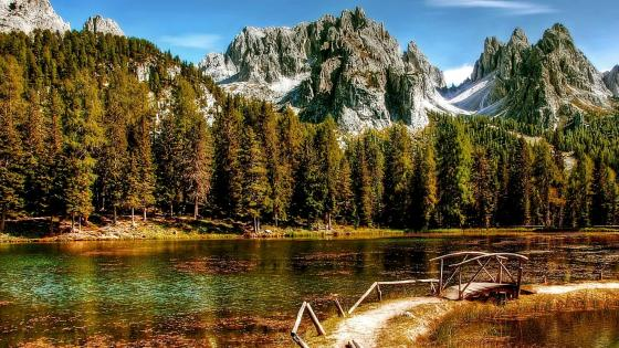 Lake Antorno in the Italian Dolomites wallpaper