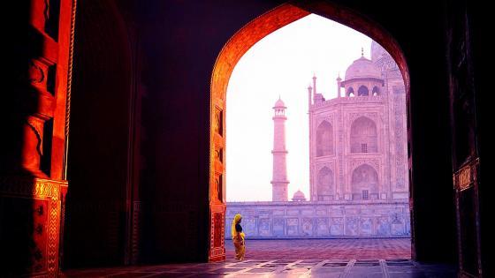 Inside Taj Mahal (India) wallpaper