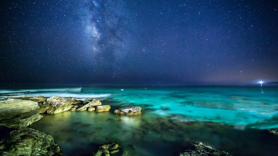 Starry night sky over the sea wallpaper