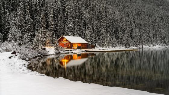 Log cabin at Lake Louise wallpaper