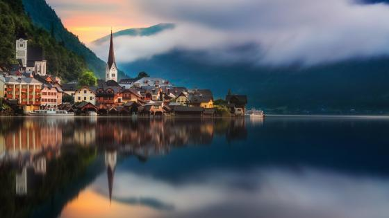 Hallstatt reflection in Hallstätter See lake wallpaper