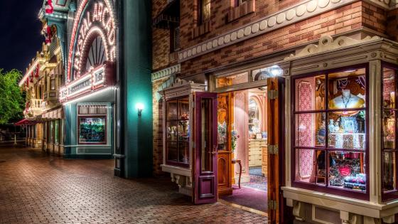Crystal Arcade at Disneyland wallpaper