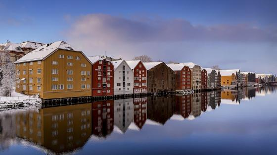 Nidelva River reflection (Trondheim, Norway) wallpaper