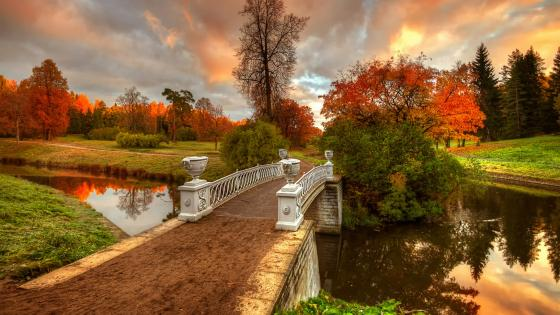 Visconti Bridge in Pavlovsk park at fall (Saint Petersburg, Russia) wallpaper