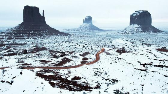 West and East Mitten Buttes in winter, Monument Valley wallpaper