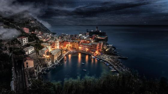 Vernazza at night (Cinque Terre, Italy) wallpaper