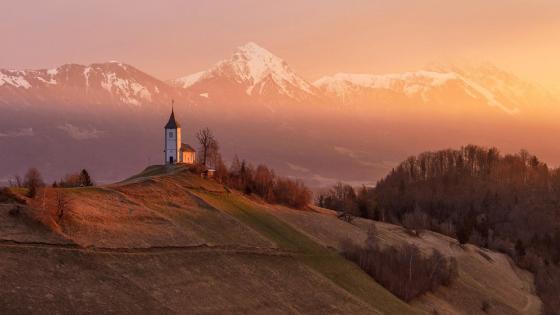 St Primoz Church, Jamnik, Slovenia wallpaper