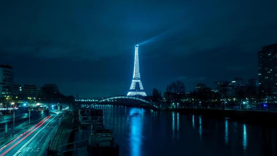 Eiffel Tower from distance wallpaper