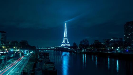 Eiffel Tower from distance wallpaper