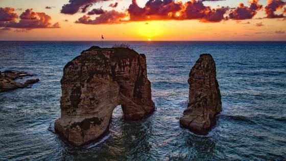 Pigeon Rocks in Raouche (Beirut) wallpaper